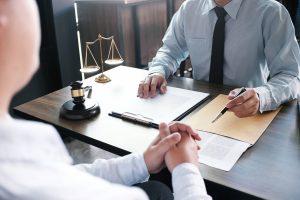 Un abogado, pieza clave para la tranquilidad de una empresa