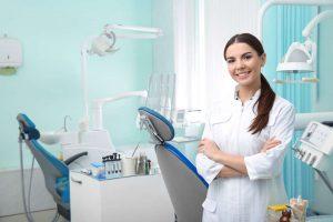 La sanidad dental privada, la solución ideal para la mayoría de personas que requieren de los servicios de un dentista