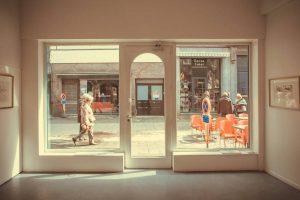 ¿Cuáles son los requisitos que debes cumplir para alquilar un local comercial?